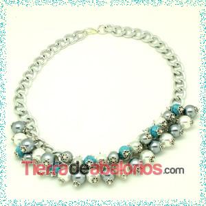 Collar con cadena, perlas y facetadas.