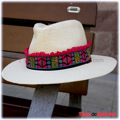 Sombrero con Madroño Fucsia