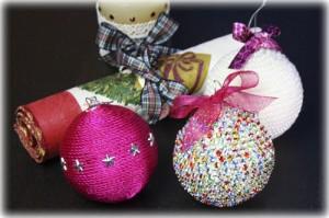Bolas Adornadas con Strass y perlas. Las puedes hacer tu misma para esta Navidad.