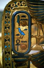 Trono del faraón Tutankamon con incrustaciones de lapislázuli