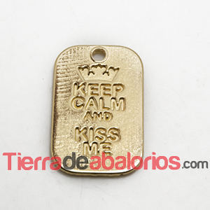 Colgante Keep Calm And Kiss Me 40x25mm, Dorado
