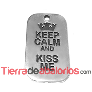 Colgante Keep Calm And Kiss Me 40x25mm Plateado