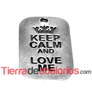 Colgante Keep Calm And Love Me 40x25mm, Plateado